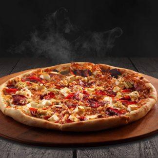 Alla Pollo - Pizzakaste, suitsukana, paprika, ananass, mozzarella ja Eesti juust